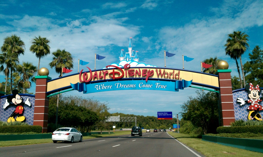 Walt_Disney_World_Resort_entrance1
